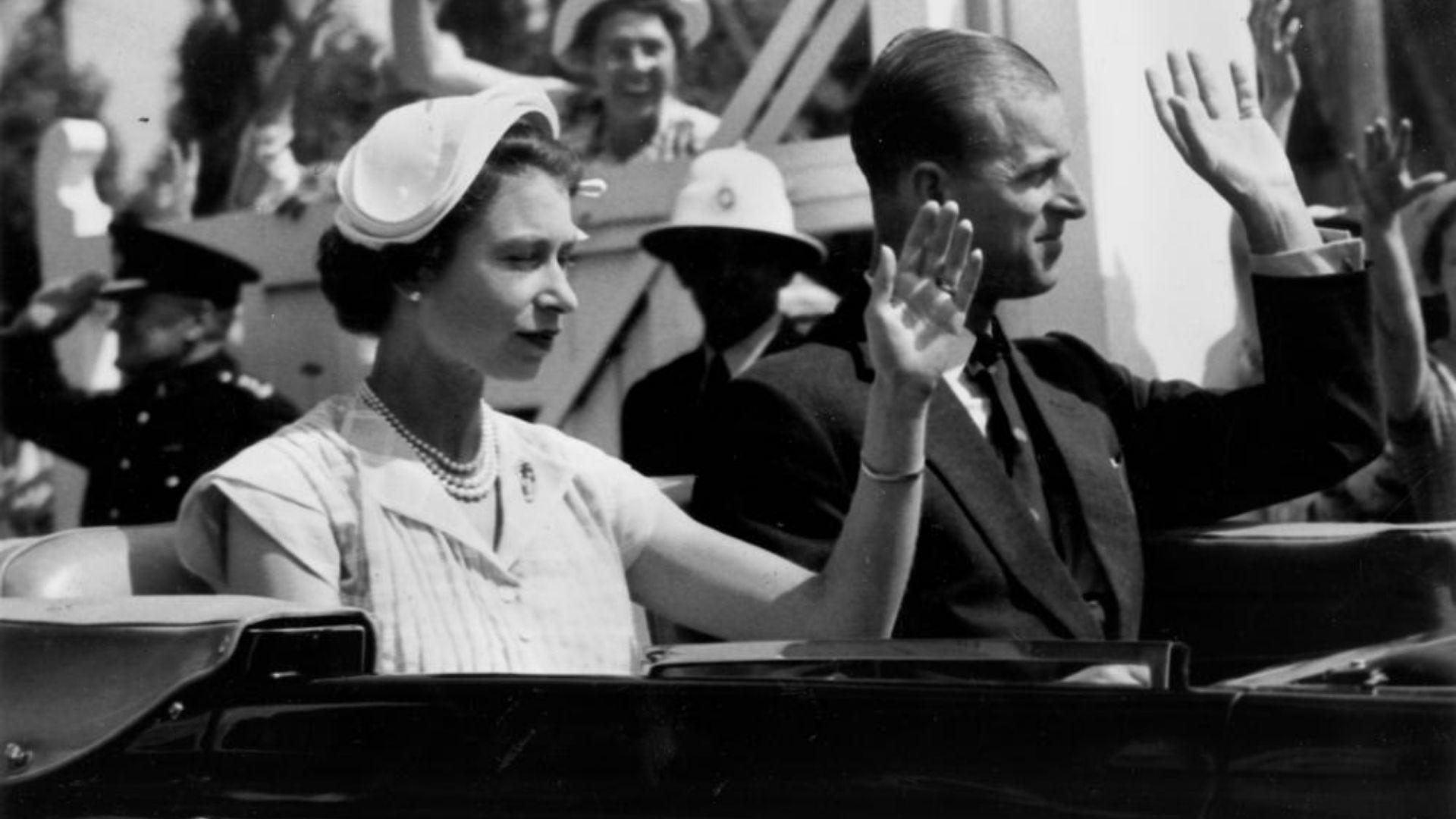 Elizabeth II wore a half hat during a 1954 visit to Queensland.