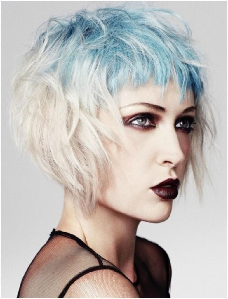 Messy Bob - A common goth hairstyle.